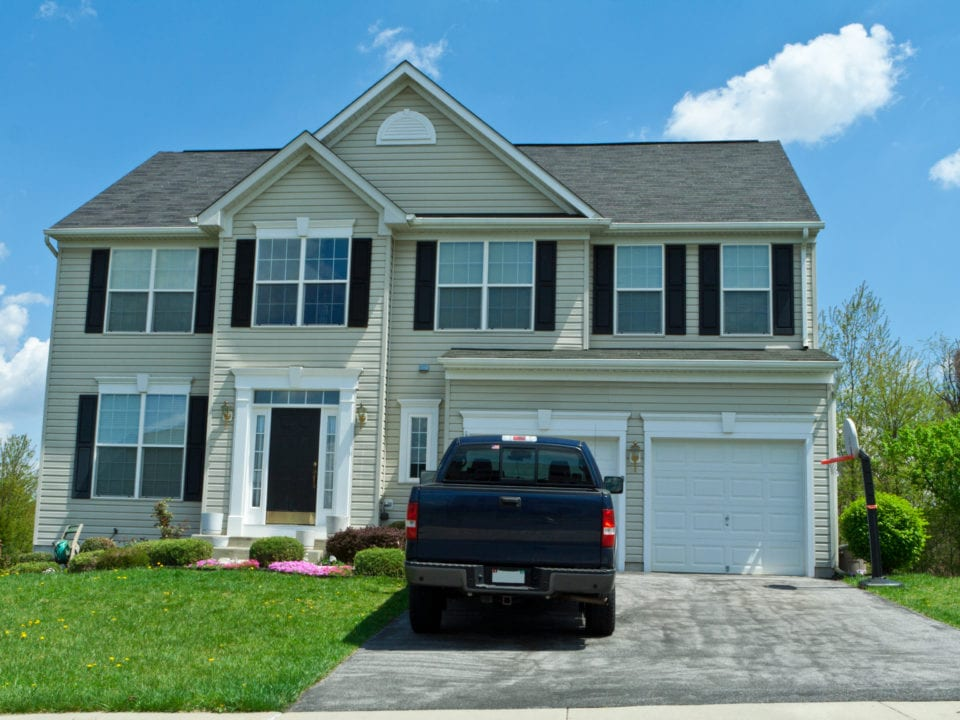 Steps to Refinish Your Vinyl Siding: Choosing Your Color Is Crucial